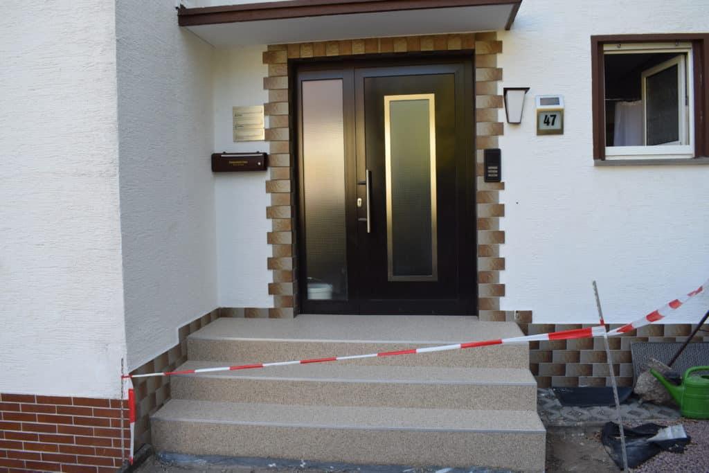 Treppenaufgang mit Steinteppich in Darmstadt
