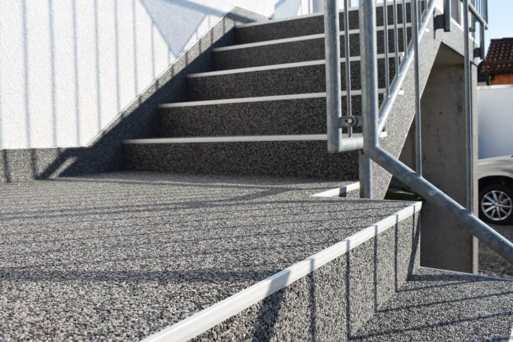 Treppenaufgang mit Steinteppich in Rimbach Odenwald