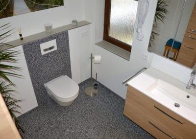 bad2-steinteppich-fugenlos-naturstein-bodenbelag-fuer-terrasse-kueche-bad-und-wohnzimmer
