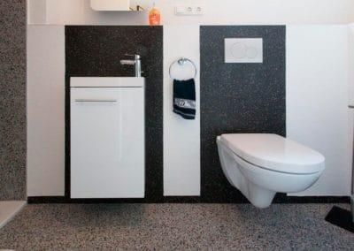 bad3-steinteppich-fugenlos-naturstein-bodenbelag-fuer-terrasse-kueche-bad-und-wohnzimmer