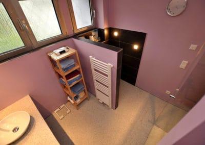 bad4-steinteppich-fugenlos-naturstein-bodenbelag-fuer-terrasse-kueche-bad-und-wohnzimmer