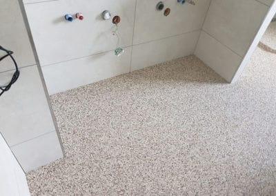 badsanierung-mit-porenfueller4-steinteppich-fugenlos-naturstein-bodenbelag-fuer-terrasse-kueche-bad-und-wohnzimmer