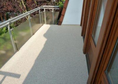 Balkon - Botticino -beige-steinteppich-fugenlos-naturstein-bodenbelag-fuer-terrasse-kueche-bad-und-wohnzimmer