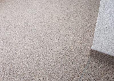eingangsbereich2-steinteppich-fugenlos-naturstein-bodenbelag-fuer-terrasse-kueche-bad-und-wohnzimmer