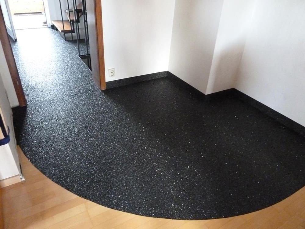 Fußbodenbelag Flüssig ~ Mit steinteppich ein barrierefreier flur flüssig verlegter
