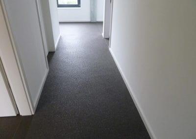 flur3-steinteppich-fugenlos-naturstein-bodenbelag-fuer-terrasse-kueche-bad-und-wohnzimmer