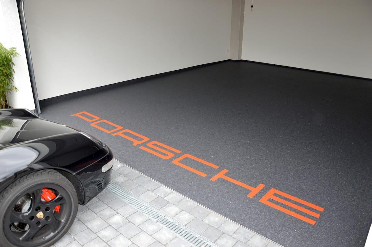 exklusive steinteppiche garage mit porsche. Black Bedroom Furniture Sets. Home Design Ideas