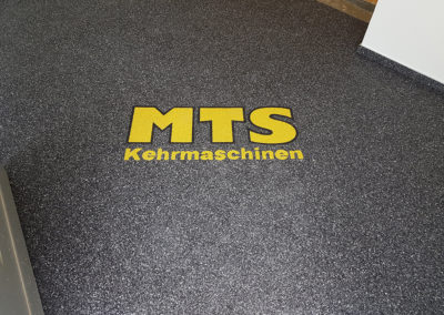 gewerbe6-mts-kehrmaschinen-steinteppich-fugenlos-naturstein-bodenbelag-fuer-terrasse-kueche-bad-und-wohnzimmer
