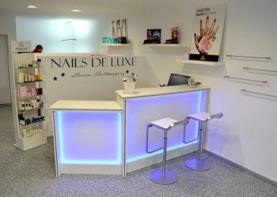 gewerbe7-nails-de-luxe-steinteppich-fugenlos-naturstein-bodenbelag-fuer-terrasse-kueche-bad-und-wohnzimmer
