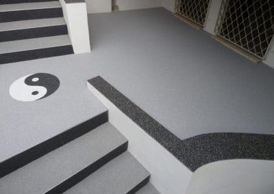 innentreppe5-steinteppich-fugenlos-naturstein-bodenbelag-fuer-terrasse-kueche-bad-und-wohnzimmer