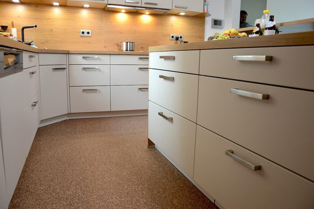 ihre fugenlose k che hygienisch sauber dank natursteinteppich steinteppich k che. Black Bedroom Furniture Sets. Home Design Ideas