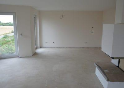 neubau-wohnhaus9-wohnzimmer2-header-steinteppich-fugenlos-naturstein-bodenbelag-fuer-terrasse-kueche-bad-und-wohnzimmer