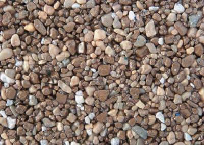 quarzkies_2090-2-steinteppich-fugenlos-naturstein-bodenbelag-fuer-terrasse-kueche