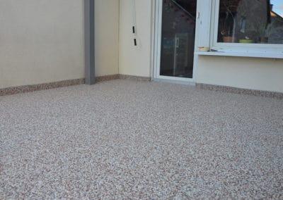 terrasse-mit-bestehendem-fliesenbelag8-steinteppich-fugenlos-naturstein-bodenbelag-fuer-terrasse-kueche-bad-und-wohnzimmer