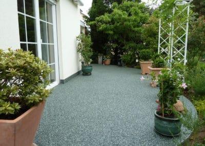 Terrasse mit Gartengrundstück
