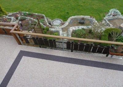 terrasse3-grau-steinteppich-fugenlos-naturstein-bodenbelag-fuer-terrasse-kueche-bad-und-wohnzimmer