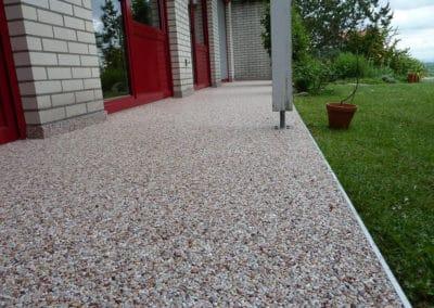 terrasse4-grau-steinteppich-fugenlos-naturstein-bodenbelag-fuer-terrasse-kueche-bad-und-wohnzimmer