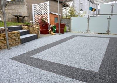 terrasse5-grau-steinteppich-fugenlos-naturstein-bodenbelag-fuer-terrasse-kueche-bad-und-wohnzimmer