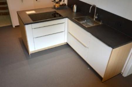 exklusive steinteppiche steinteppich in der traumk che. Black Bedroom Furniture Sets. Home Design Ideas