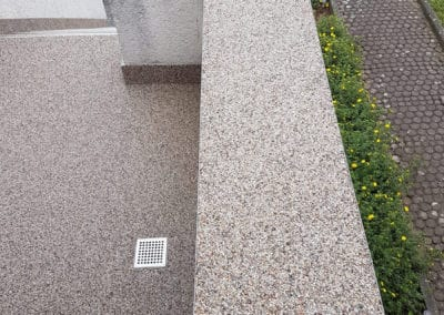 treppenaufgang-aussen3-steinteppich-fugenlos-naturstein-bodenbelag-fuer-terrasse-kueche-bad-und-wohnzimmer
