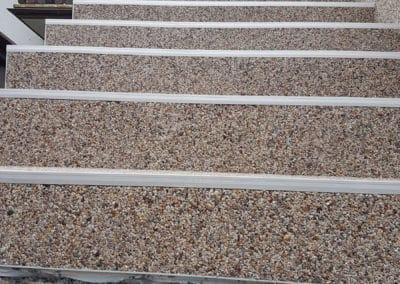 treppenaufgang-aussen7-steinteppich-fugenlos-naturstein-bodenbelag-fuer-terrasse-kueche-bad-und-wohnzimmer